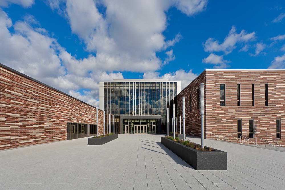 Solorio Academy High School / John Ronan Architects / Chicago IL
