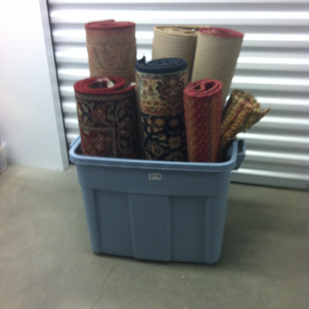 0117: Plastic bin with Misc. Small Rugs
