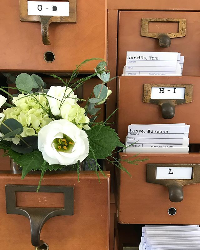 A clever twist on escort cards 📚. . . .#wedding #cardcatalogue #vintage #industrial #receptioninspriation #weddinginspriation #clevelandwedding @belovedohio @brides @theknotpro @allseated @theknot