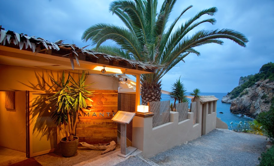 Amante with essentialIbiza  photograph by Nic Click Ibiza 2014    image01.jpg