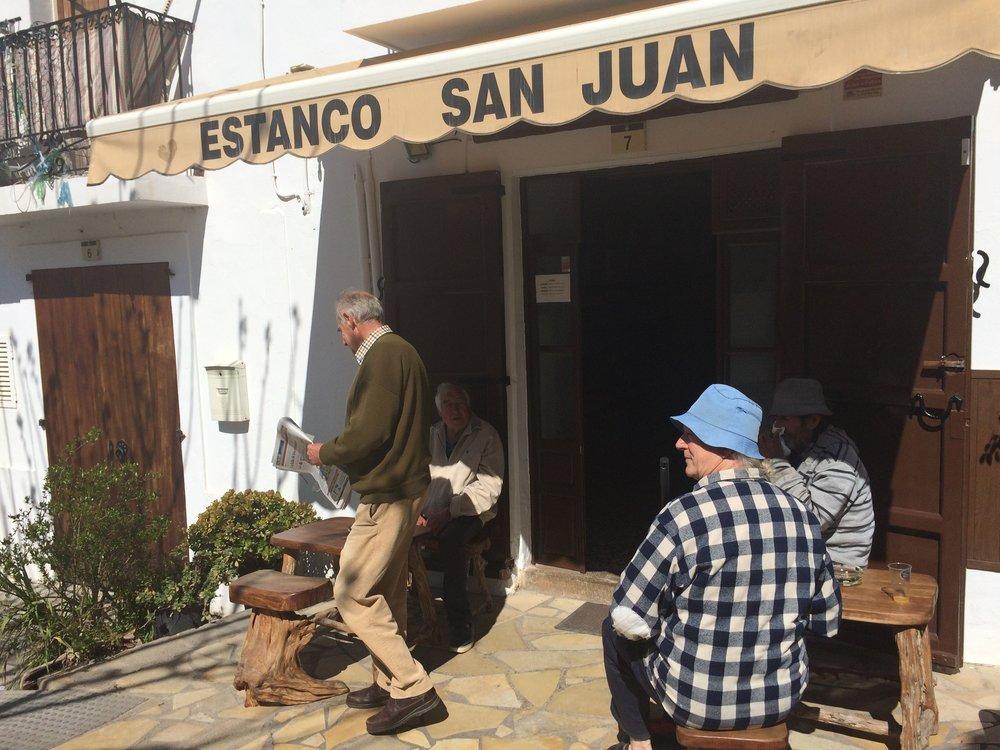 Las Hierbas caseras del estanco de Sant Juan junto con las de Anita en St Carlos, probablemente las mejores de la isla.. también las venden para llevar!