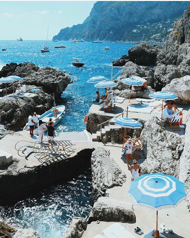 If I go missing... #capri #italia ☀️ 🌊 ☀️