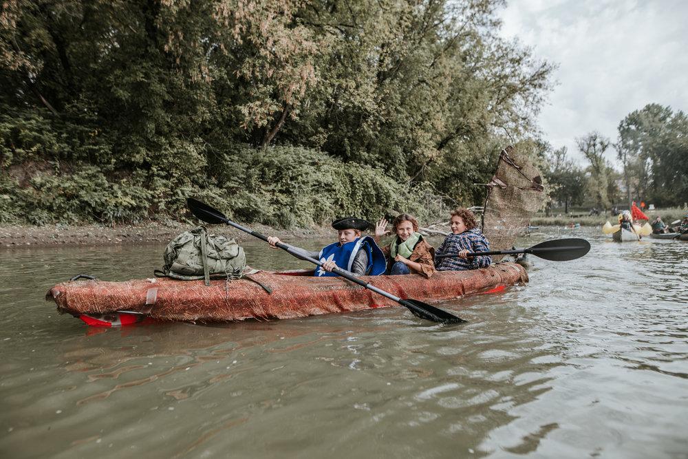 canoeparade-6309 (1).jpg