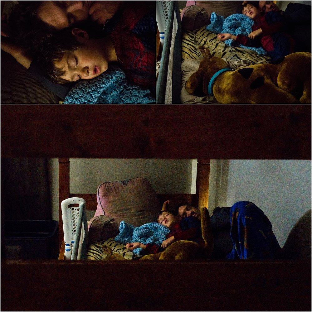 little boy, daddy, sleeping in bunk bed, Scooby Doo