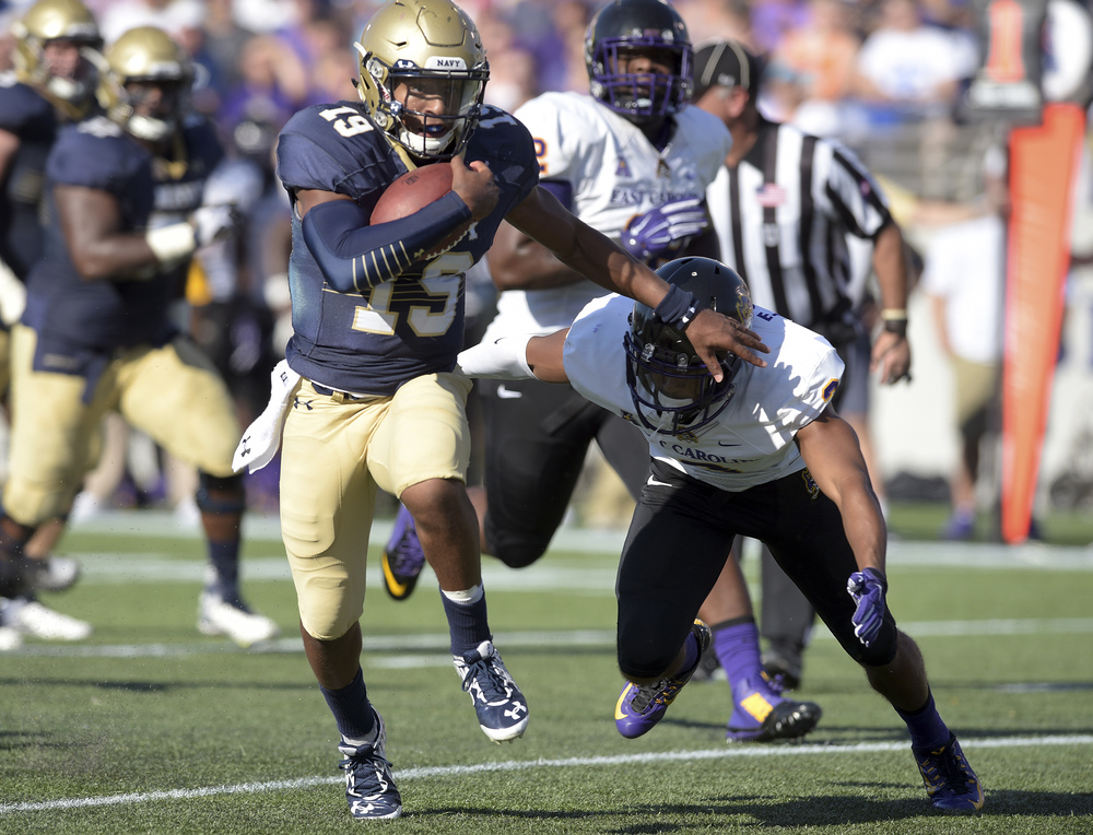 Navy quarterback Keenan Reynolds runs for a long gain during the second quarter against East Carolina during an NCAA college football game Saturday, Sept. 19, 2015, in Annapolis, Maryland. (Paul W. Gillespie/Capital Gazette via AP)