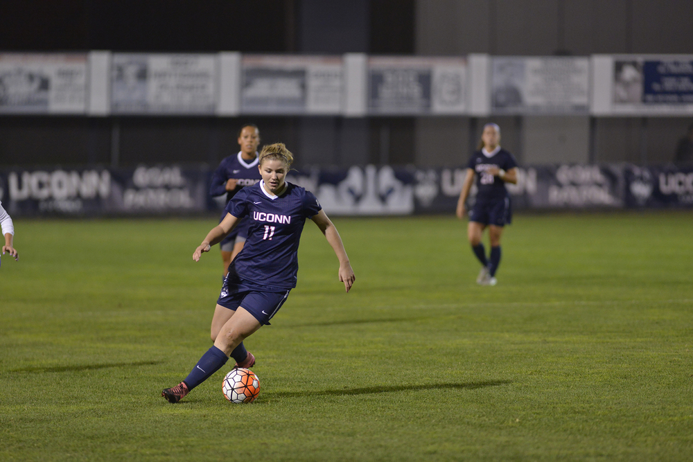 UConn freshman forward Kim Urbanek dribbles the ball during the Huskies' game against East Carolina at Joseph J. Morrone Stadium on Thursday, Oct. 8, 2015. (Jason Jiang/The Daily Campus)