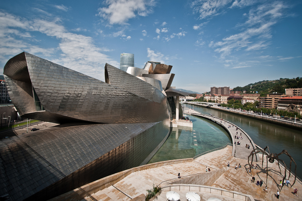 One of the most famous museums in Basque Country is the Guggenheim Museum. The museum exhibits modern and contemporary art and was built by the famous architect Frank Gehry. (Flickr/Andrea Ciambra)