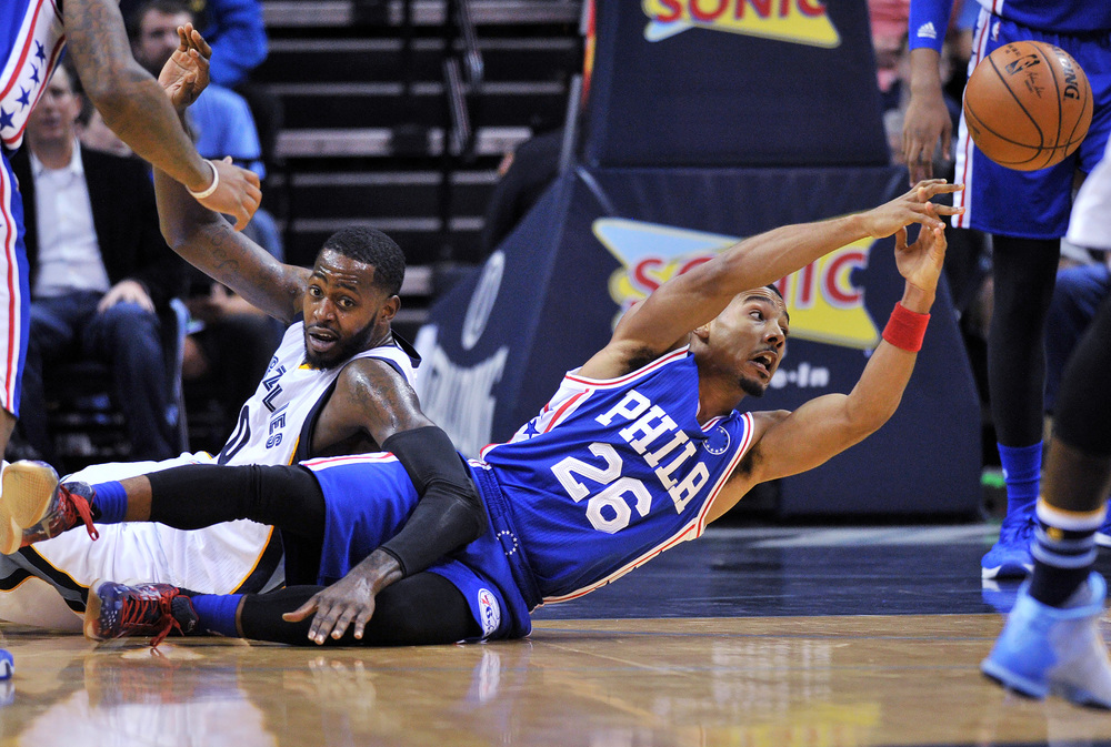 Philadelphia 76ers guard Phil Pressey (26) looses control of the ball after falling to the court along with Memphis Grizzlies forward JaMychal Green, left, in the first half of an NBA basketball game, Sunday, Nov. 29, 2015, in Memphis, Tenn. (Brandon Dill/AP)