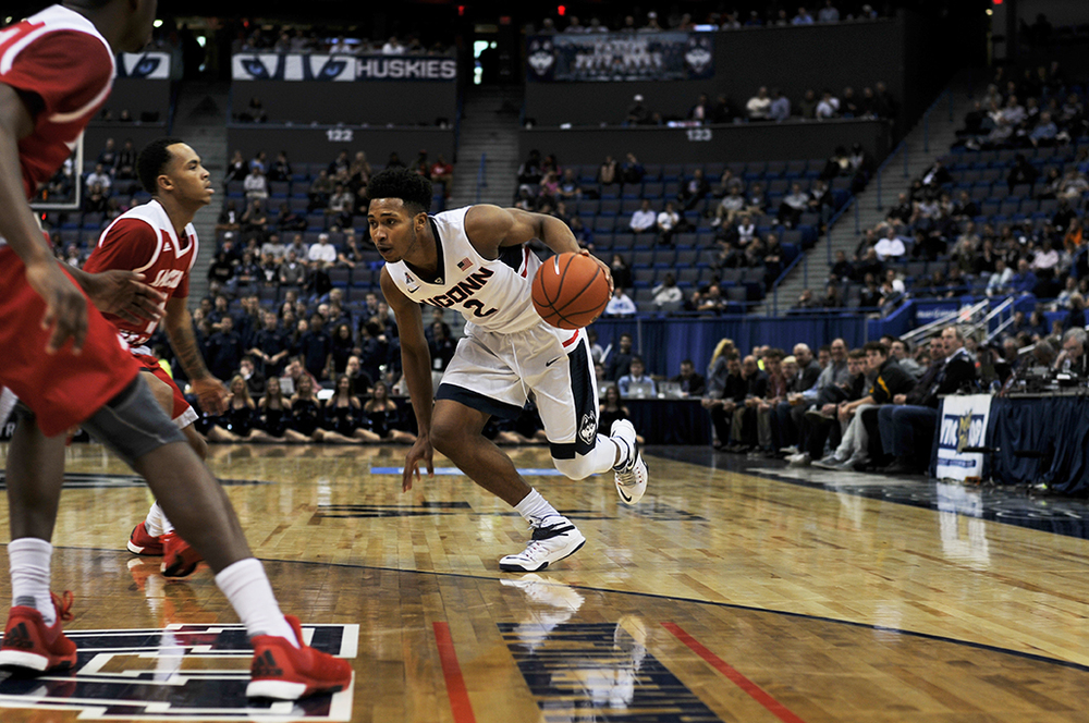 UConn men's basketball guard Jalen Adams dribbles the ball during the Huskies' game against Sacred Heart at XL Center in Hartford, Connecticut on Wednesday, Dec. 2, 2015. (Bailey Wright/The Daily Campus)