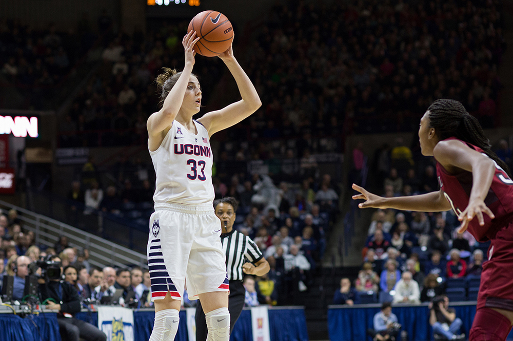 UConn freshman guard Katie Lou Samuelson looks to pass during the Huskies' game against Temple at Gampel Pavilion in Storrs, Connecticut on Saturday, Jan. 16, 2016. (Jackson Haigis/The Daily Campus)