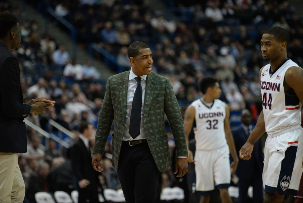 UConn head coach Kevin Ollie offers instruction during a loss to Temple. One of the top recruits in Ollie's tenure, Zach Brown, will transfer to a high school in Connecticut. (Ashley Maher/The Daily Campus).