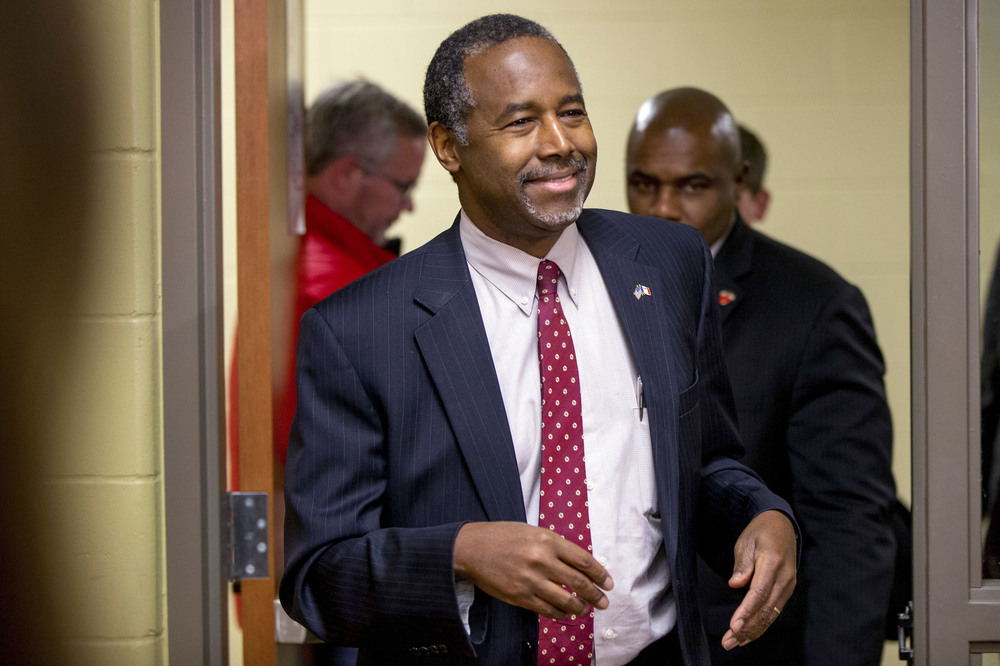 Republican presidential candidate, Dr. Ben Carson arrives to speak to members of the media after speaking at Glenwood Community High School in Glenwood, Iowa, Thursday, Jan. 21, 2016. (AP)