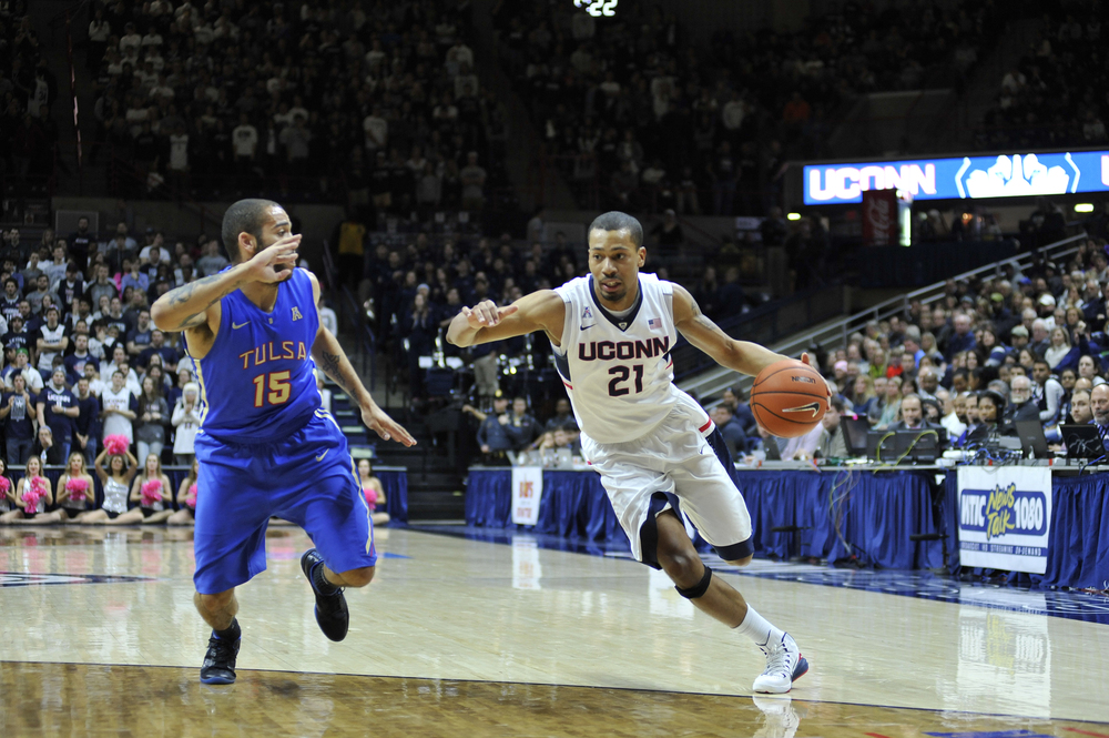 UConn men's basketball guard Omar Calhoun drives toward the basket during the Huskies' game against Tulsa at Gampel Pavilion in Storrs, Connecticut on Saturday, Feb. 13, 2016. (Jason Jiang/The Daily Campus)