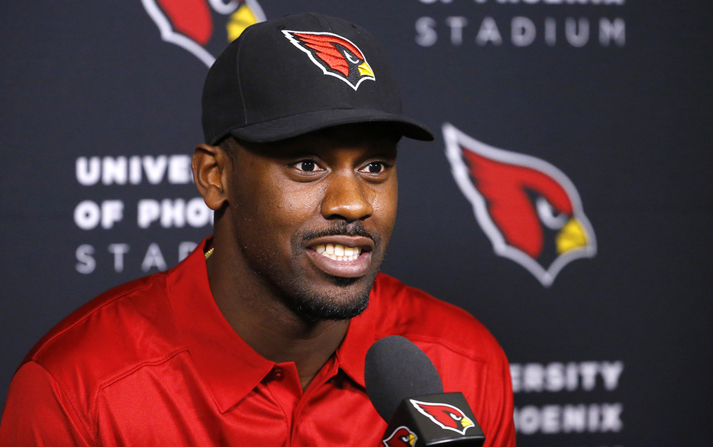 Arizona Cardinals linebacker Chandler Jones, who was acquired in a trade with the New England Patriots, speaks during a news conference Wednesday, March 16, 2016, in Tempe, Ariz. (David Kadlubowski/The Arizona Republic via AP)