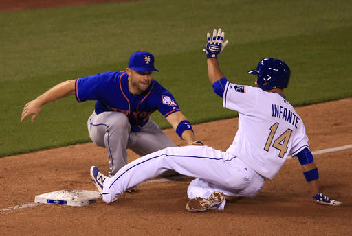 Kansas City Royals' Omar Infante, right, beats the tag by New York Mets third baseman David Wright, left, during the fifth inning of a baseball game at Kauffman Stadium in Kansas City, Mo., Sunday, April 3, 2016. (AP Photo/Orlin Wagner)