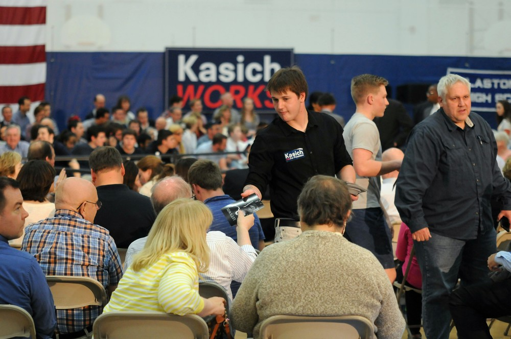 A volunteer hands out information about Republican presidential candidate John Kasich before a town hall at Glastonbury High School on Friday, April 22, 2016.   (Kyle Constable/The Daily Campus)