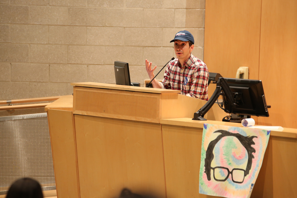 Actor Justin Long speaks during a get out the vote event supporting Democratic presidential candidate Bernie Sanders in the Information Technologies Engineering building on the UConn campus in Storrs, Connecticut on Monday, April 25, 2016. (Tyler Benton/The Daily Campus)