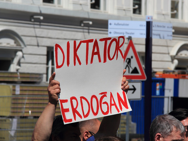 A protester in Germany holds a sign calling President Recep Tayyip Erdoğan of Turkey a dictator in 2013. (Rasande Tyskar/Flickr)