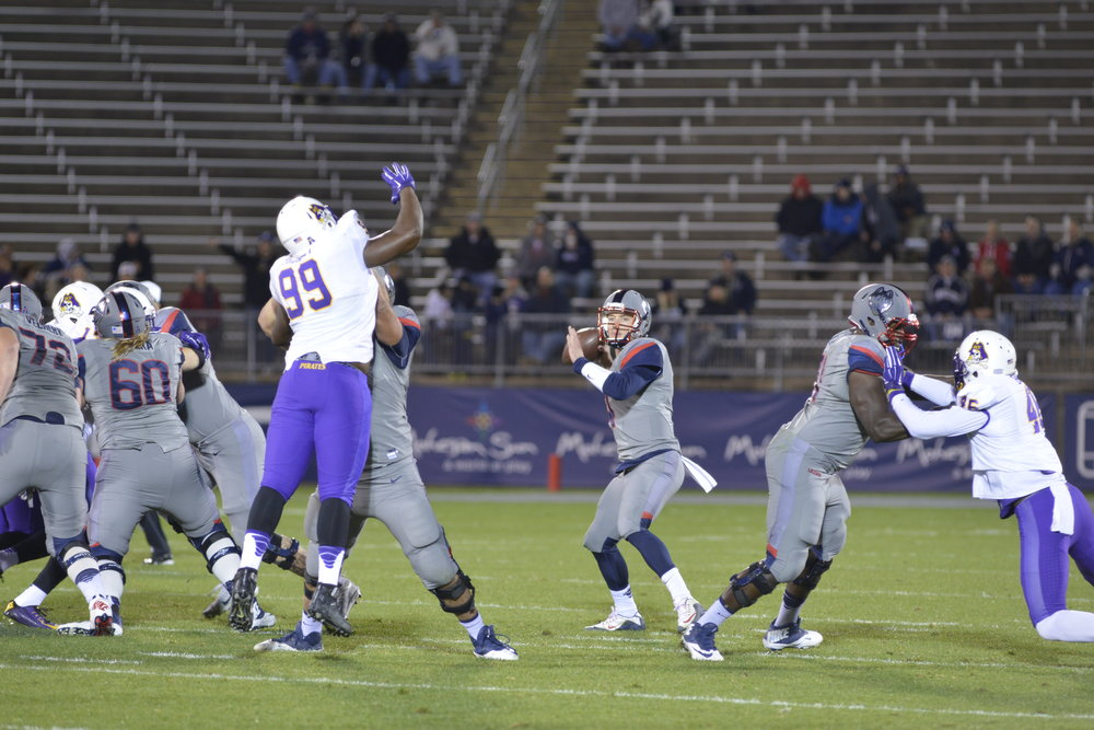 UConn football defeated ECU by 31-13 on Oct. 30, 2015. No. 22 ran an impressive 90-yard touchdown. (Jason Jiang/The Daily Campus)
