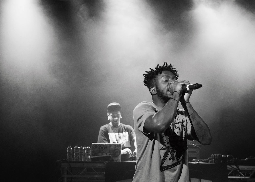 Rapper Isaiah Rashad performing in concert. (Jessy Busgeeth/flickr)
