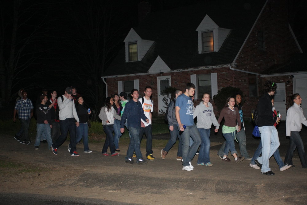 Students walking outside a home on Storrs Road in 2010. UConn and the town of Storrs have long found tension over the off-campus housing scene, especially when it comes to parties that end in noise complaints or massive groups of students. (File Photo/The Daily Campus)