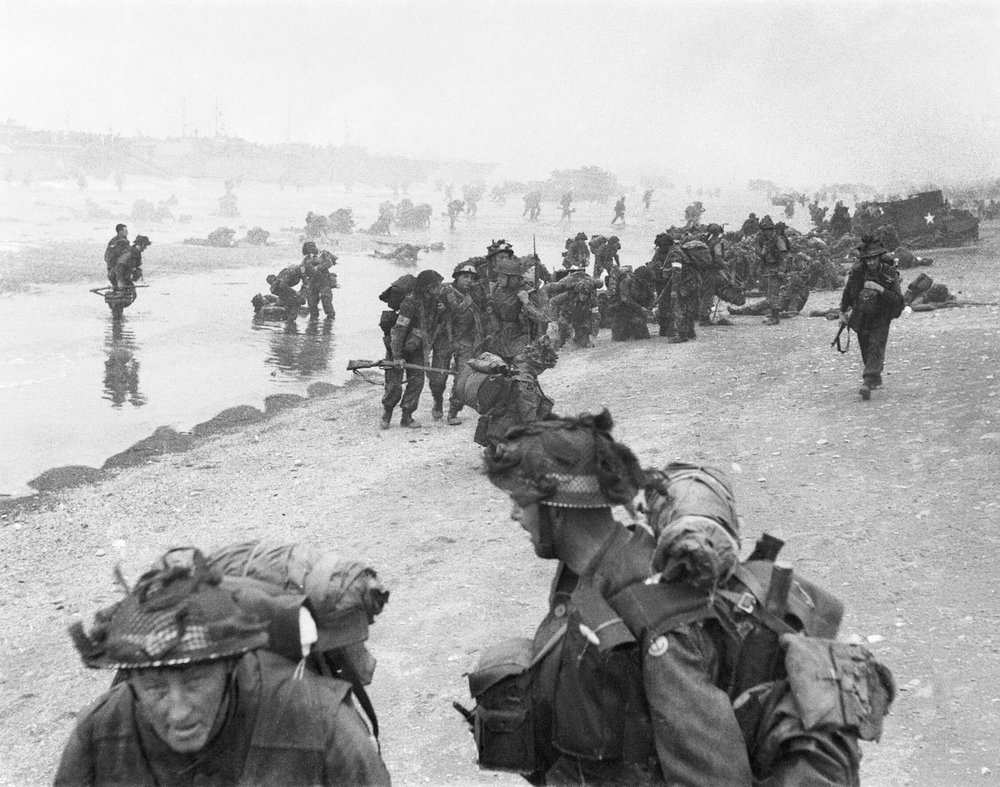 Troops of 3rd Infantry Division on Queen Red beach (Collection of Imperial War Museums)