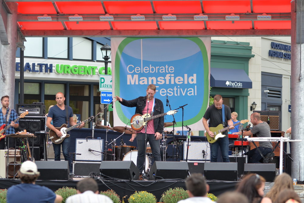 Bronze Radio Return, a band from Hartford, performed at the Celebrate Mansfield festival on Sept. 18, 2016. (Amar Batra/The Daily Campus)