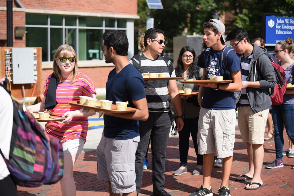 Agriculture, Health and Natural Resources and Dining Services offered a free lunch to UConn student at Wednesday on the fairfield way, helping people to be aware of the food waste in daily life. (Zhelun Lang/The Daily Campus)