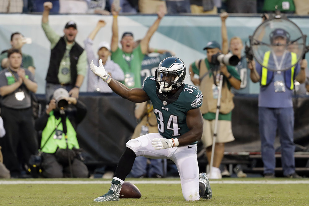 Philadelphia Eagles' Kenjon Barner reacts after scoring a touchdown during the second half of an NFL football game against the Pittsburgh Steelers, Sunday, Sept. 25, 2016, in Philadelphia. (AP Photo/Chris Szagola)