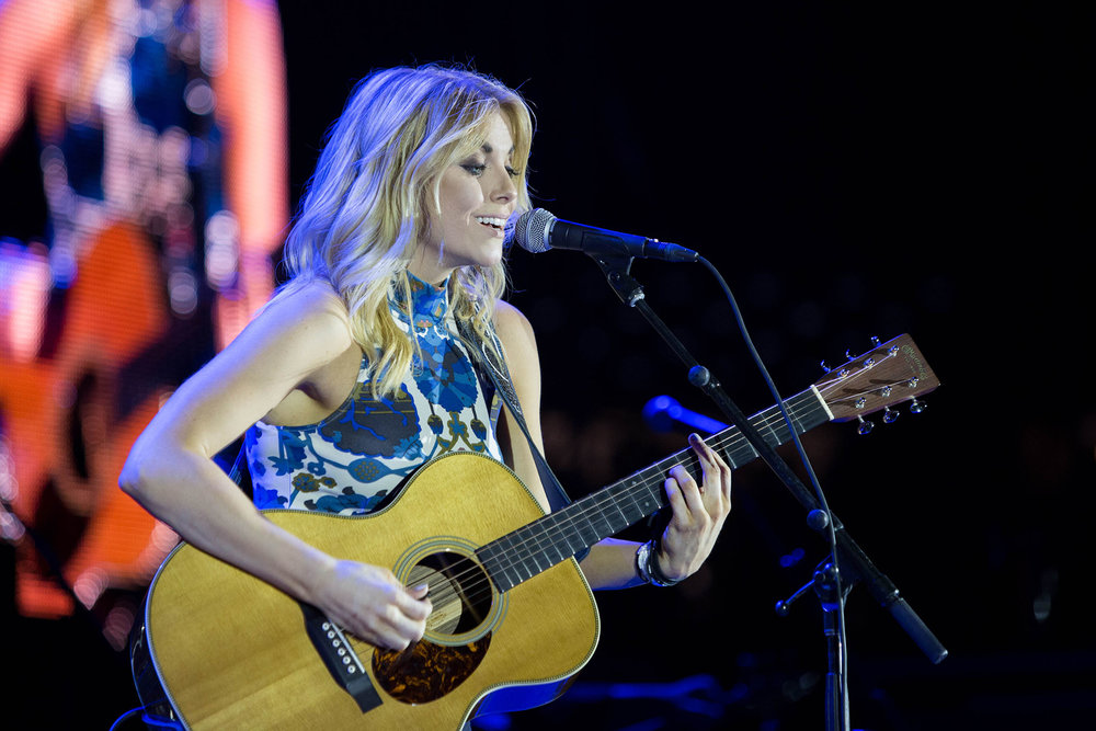 Lindsay Ell is a new country music singer from Canada. She opened for Paisley in Gampel on Friday, Oct. 7. (Jackson Haigis/The Daily Campus)