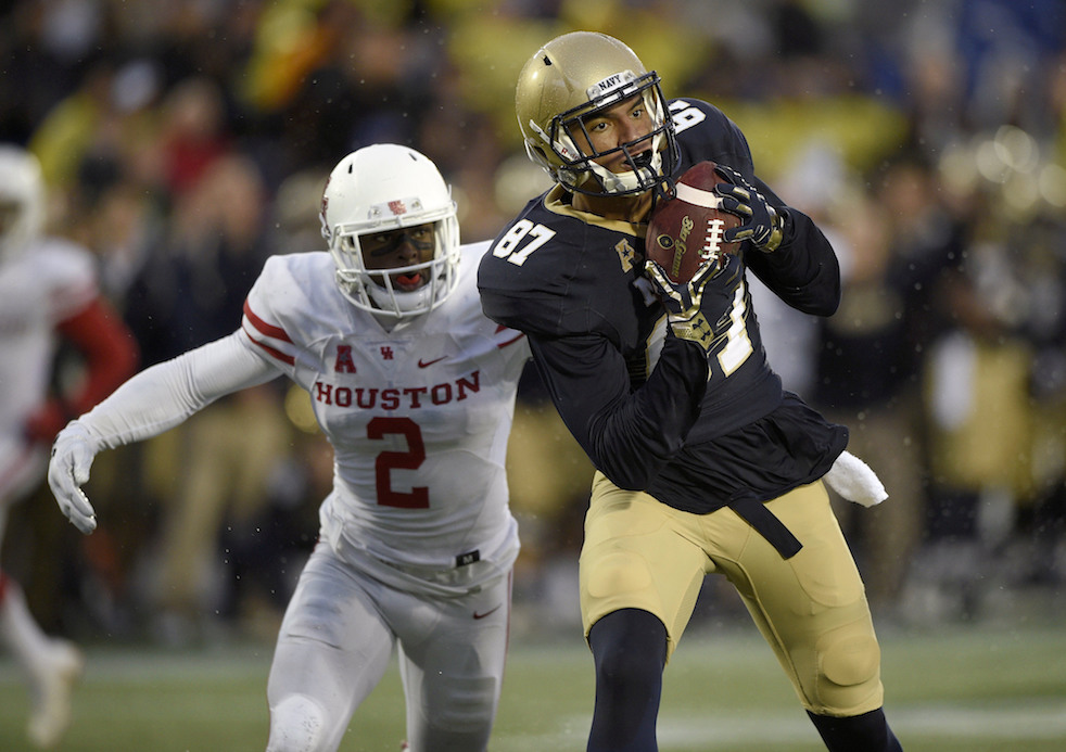 Navy wide receiver Brandon Colon (87) makes a catch as he runs for a touchdown against Houston safety Khalil Williams (2) during the second half of an NCAA football game, Saturday, Oct. 8, 2016, in Annapolis, Md. Navy won 46-40. (Nick Wass/AP)