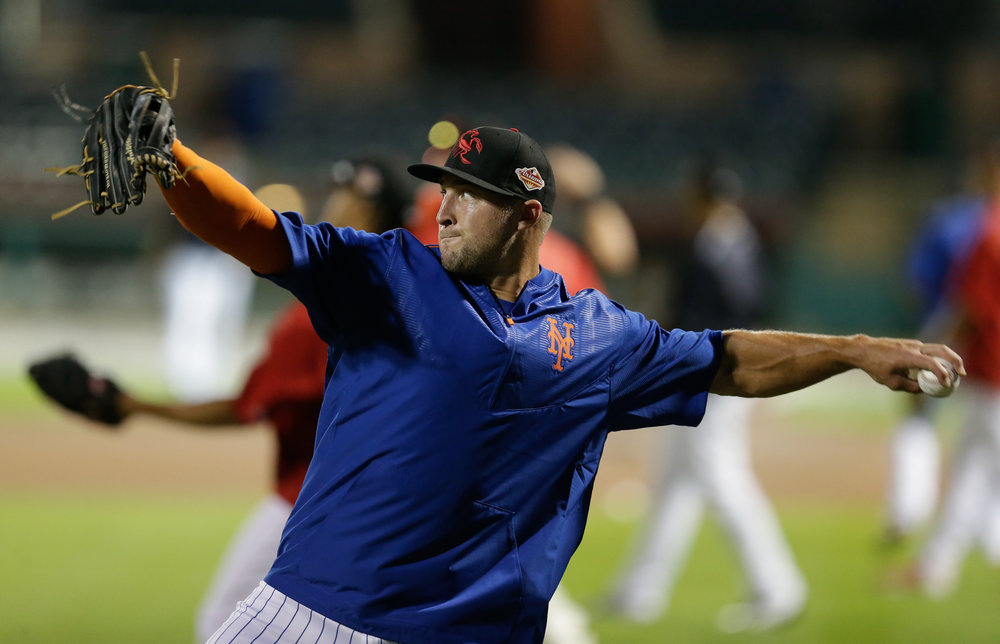 Former NFL quarterback Tim Tebow warms up before baseball practice for the Arizona Fall League, Monday, Oct. 10, 2016, in Scottsdale, Ariz. (Rick Scuteri/AP)