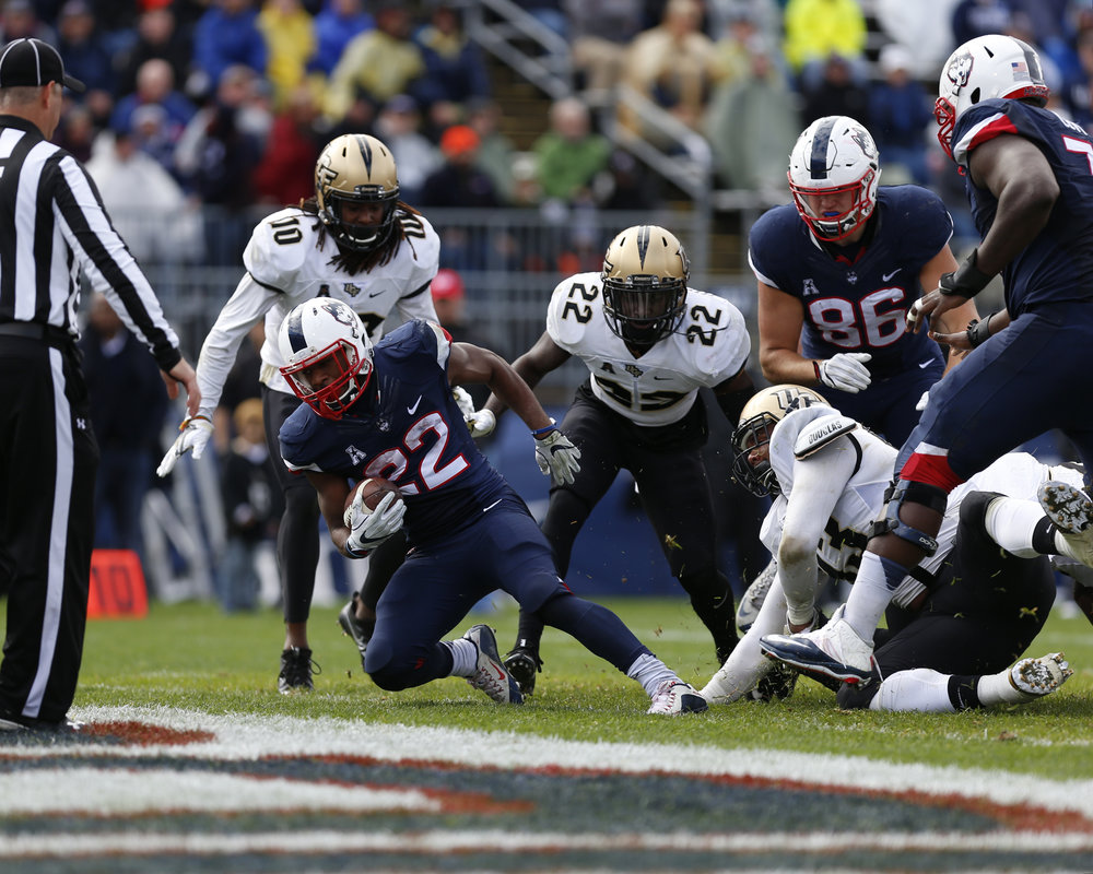 UConn Junior Running Back Arkeel Newsome (22) rushes in for a touchdown. (Tyler Benton/The Daily Campus)
