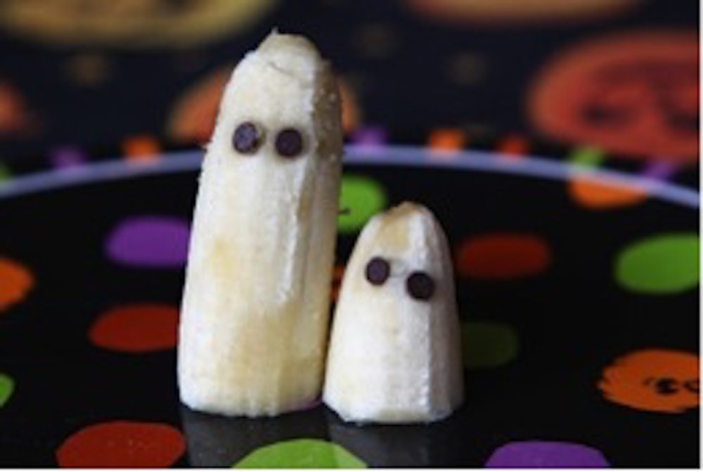 Banana ghosts make for a healthy Halloween treat. (Omaha Orthodontist/Google Creative Commons)