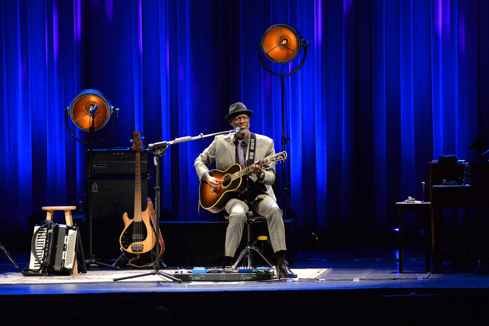 Award-winning singer, songwriter, guitarist and contemporary blues artist, Keb' Mo' performs to a packed house on cabaret night at the Jorgensen center for the performing arts on Friday, November 18, 2016.  (Amar Batra/The Daily Campus)