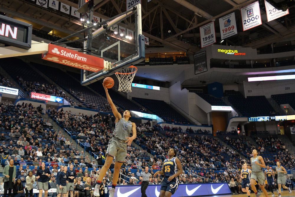 Gabby Williams drives in for a layup in UConn's 80-43 win over Chattanooga on Nov. 29, 2016 at the XL Center in Hartford, Connecticut. (Amar Batra/The Daily Campus)
