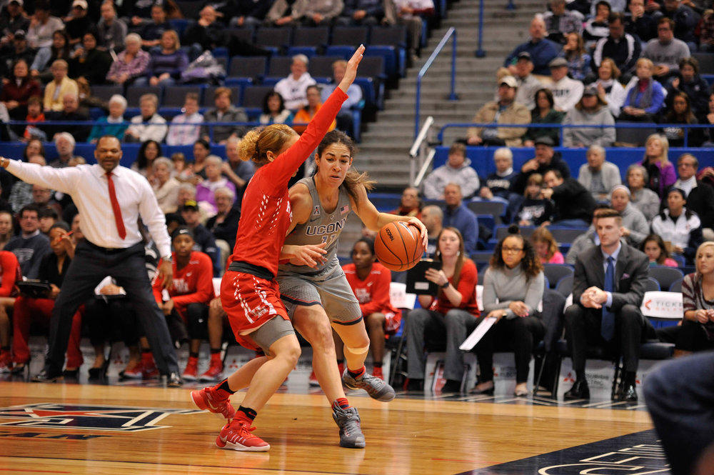 Junior Kia Stokes squares off with a Houston defender during the Huskies 91-42 victory over the Cougars on Saturday, Jan. 28, 2017. (Jason Jiang/The Daily Campus)