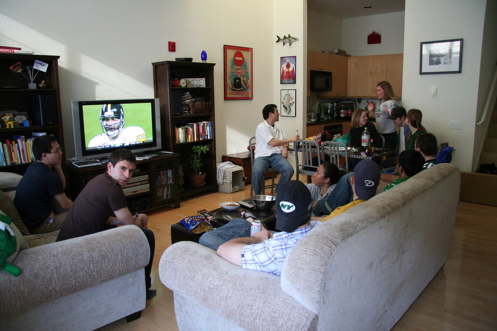 A group of friends hang out and watch the Super Bowl together. It's not easy to be the responsible friend for such an event. (Dennis Yang/Creative Commons)