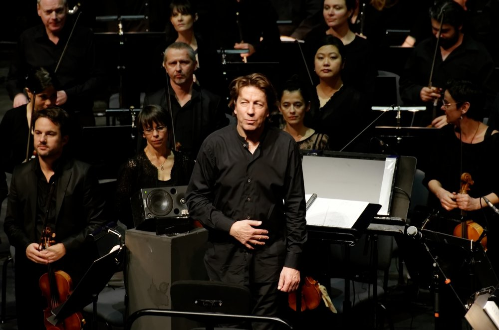 Ernst van Tiel with Orchestre national de Lyon in January of 2015. (Yelkrokoyade/Wikimedia Creative Commons)