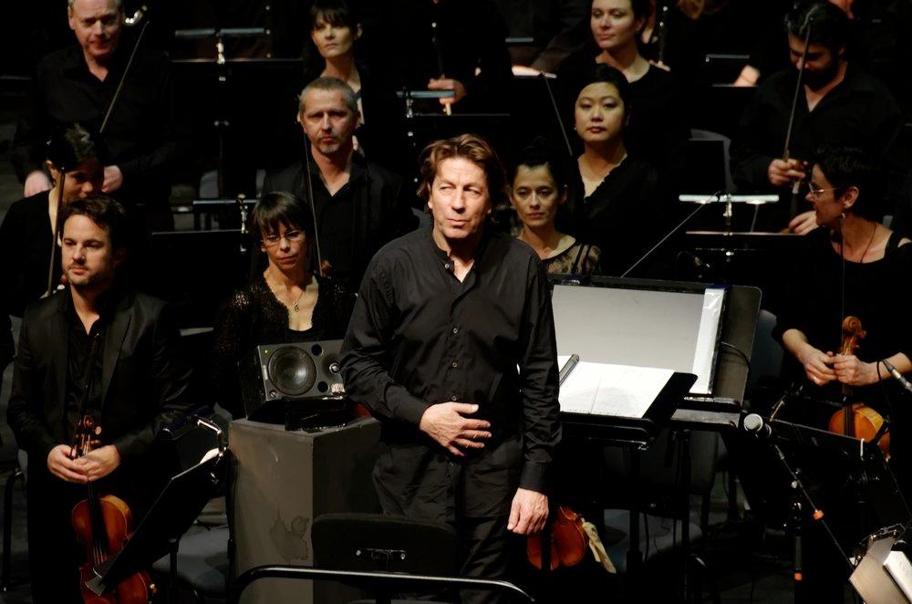 Ernst van Tiel with Orchestre national de Lyon in January of 2015. (Yelkrokoyade/Wikimedia Creative Commons)