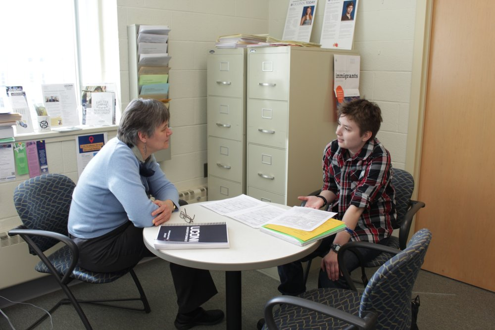 A student meets with an individualized major advisor, one of the opportunities TME has to offer. (Jordan Richardson/The Daily Campus)