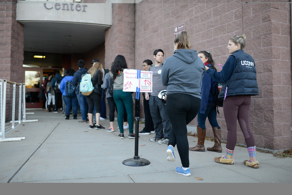 Students wait in line to vote at the Mansfield Community Center on November 8, 2016. (Jason Jiang/The Daily Campus)