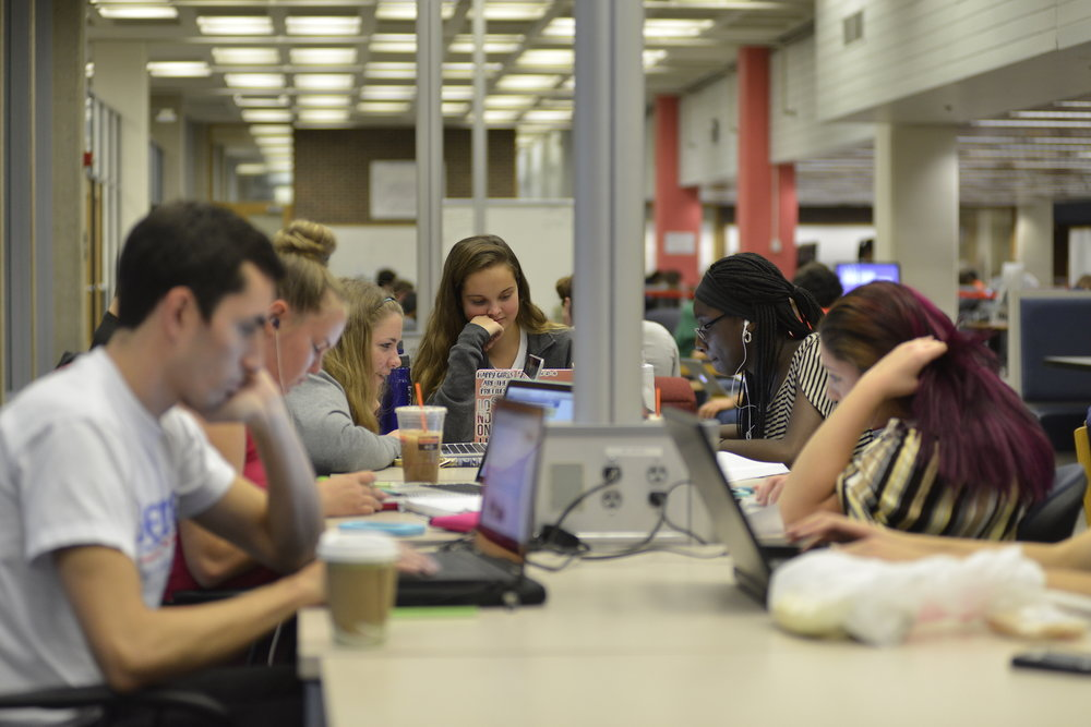 Midterms are upon UConn students — a time many students feel stressed. The Academic Achievement Center's student coaches Brittney Bernardi and Enya Gabaldon helped students identify the key aspects of stress management. (Jason Jiang/The Daily Campus)