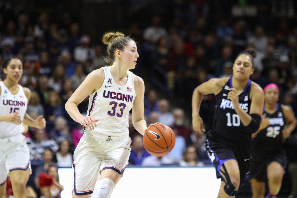 UConn's Katie Lou Samuelson looks to pass in Saturday afternoon's game against Memphis. The Huskies defeated the Tigers 91-48 behind 29 points from Samuelson. (Jackson Haigis/The Daily Campus)