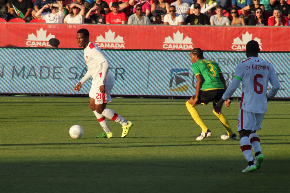Cyle Larin (#21) playing for Team Canada during World Cup Qualifiers on June 16th, 2015. ( Klinnsman2011 /Flickr, Creative Commons)