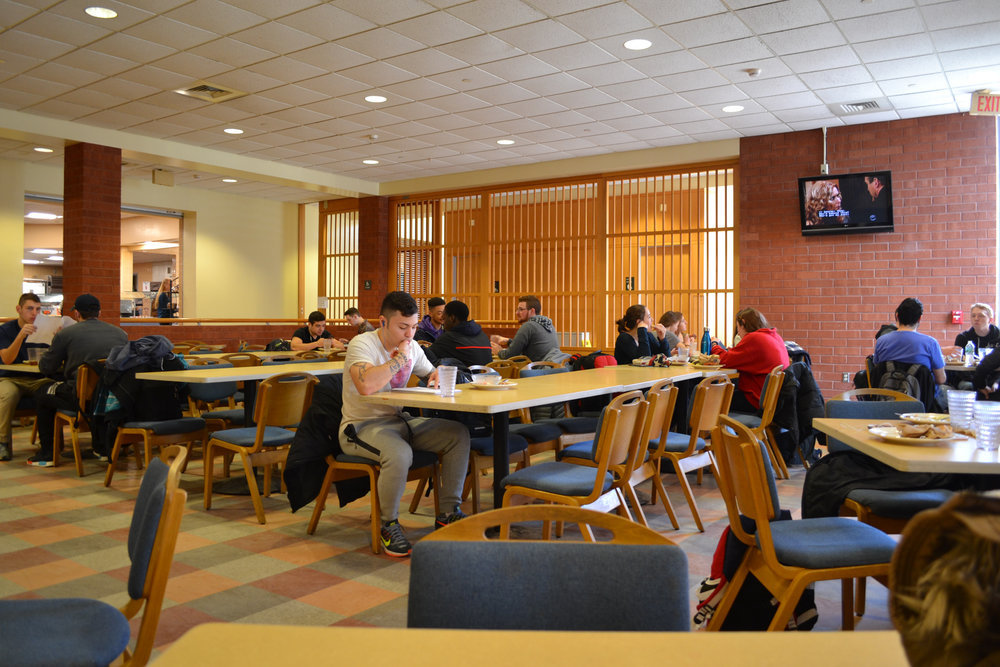 Students eat lunch in Northwest Dining Hall. Frequent patrons of the dining hall have complained that the lack of salt and pepper shakers around is incredibly inconvenient. (Olivia Stenger/The Daily Campus)