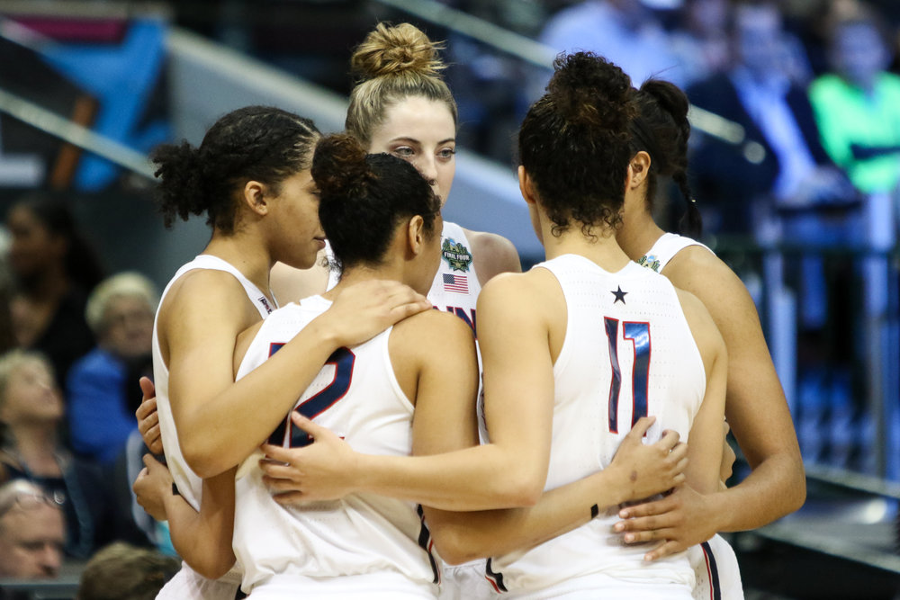UConn's starting five huddles up at the beginning of their Final Four matchup with Mississippi State. (Jackson Haigis/The Daily Campus)