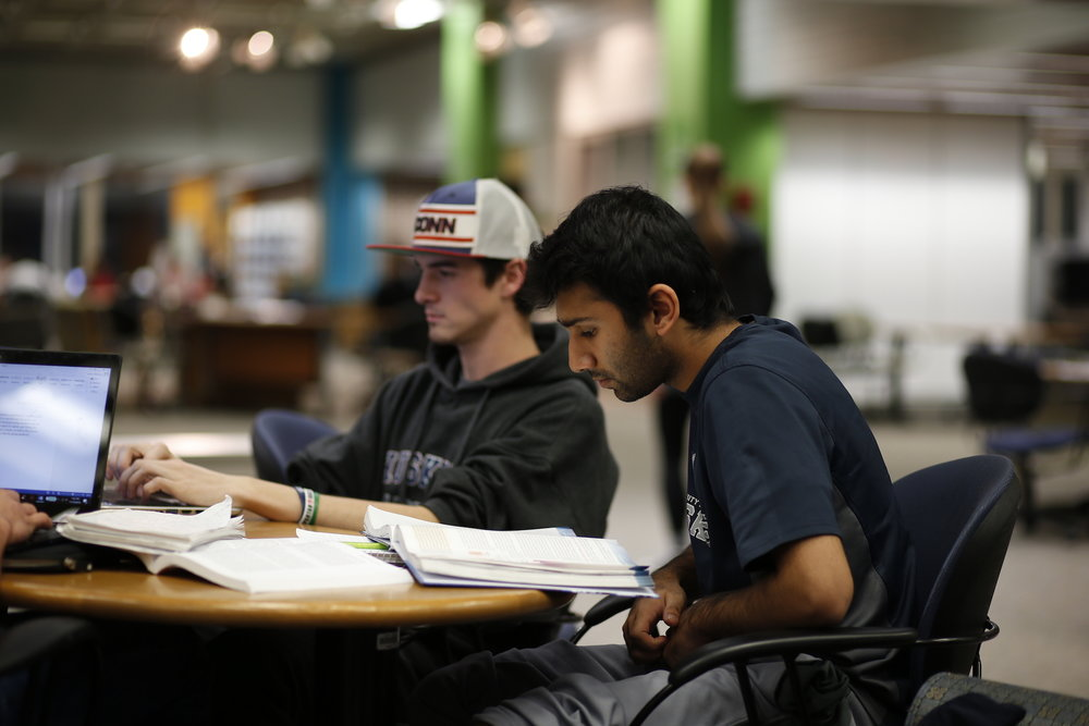 Students study in the library in preparation for finals week, which is now only just over a week away. The Commuter Corner author talks about what this means for commuter students. (Tyler Benton/The Daily Campus)