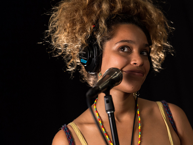 Izzy Bizu. (Photo by Kristal Ho/Creative Commons Flickr)