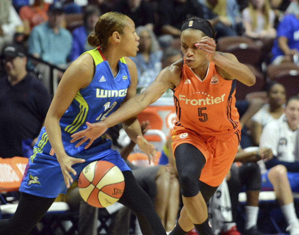 Connecticut Sun's Jasmine Thomas (5) steals the ball from Dallas Wings Saniya Chong during a WNBA basketball game, Wednesday, Aug. 23, 2017 in Uncasville, Conn. (John Shishmanian/AP)